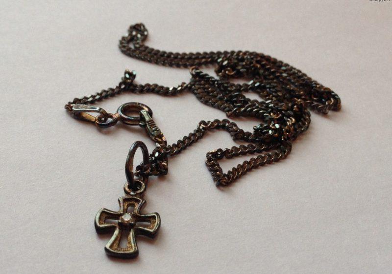 черный серебряный крестик