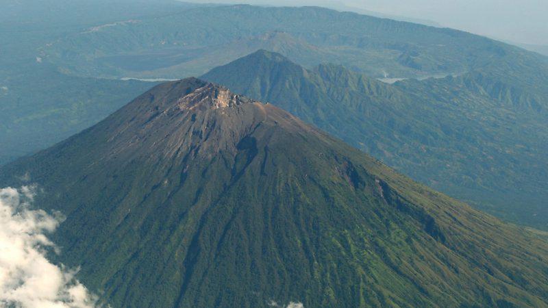 вулканы на Малайском архипелаге