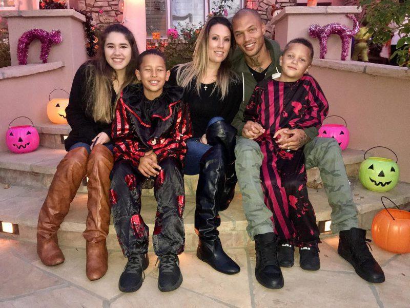 Джереми Микс с семьей