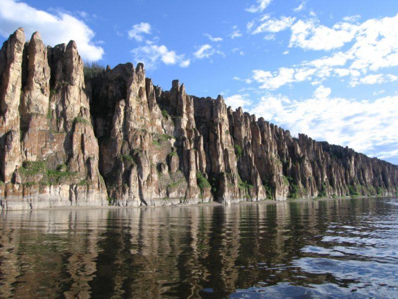 Каменные столбы на берегу Лены