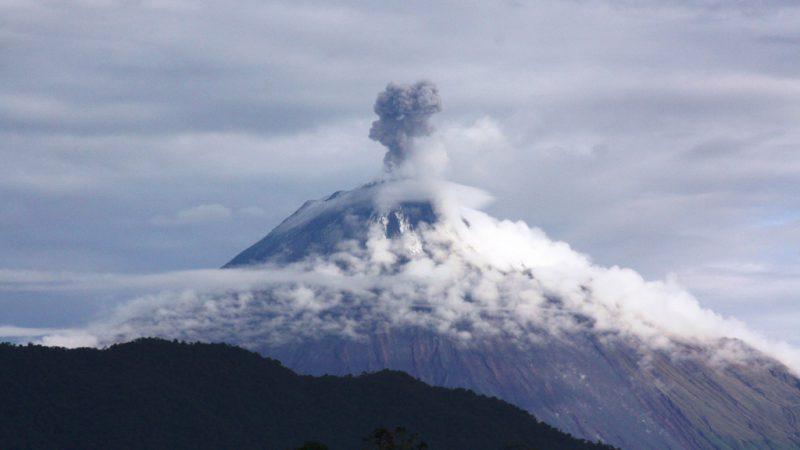 Вулкан Сангай в Эквадоре