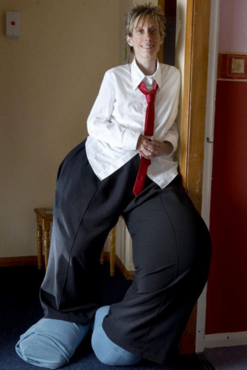 Мэнди Селларс в галстуке
