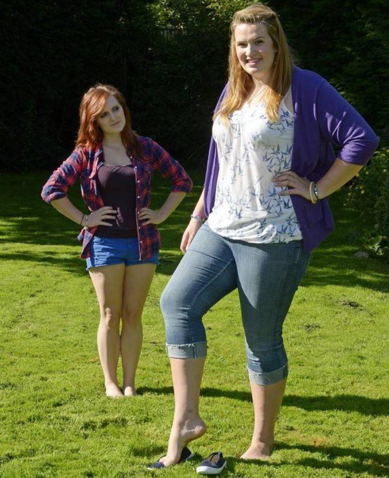 Эмма Кэхилл с подругой
