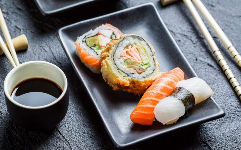 Соевый соус, суши и роллы