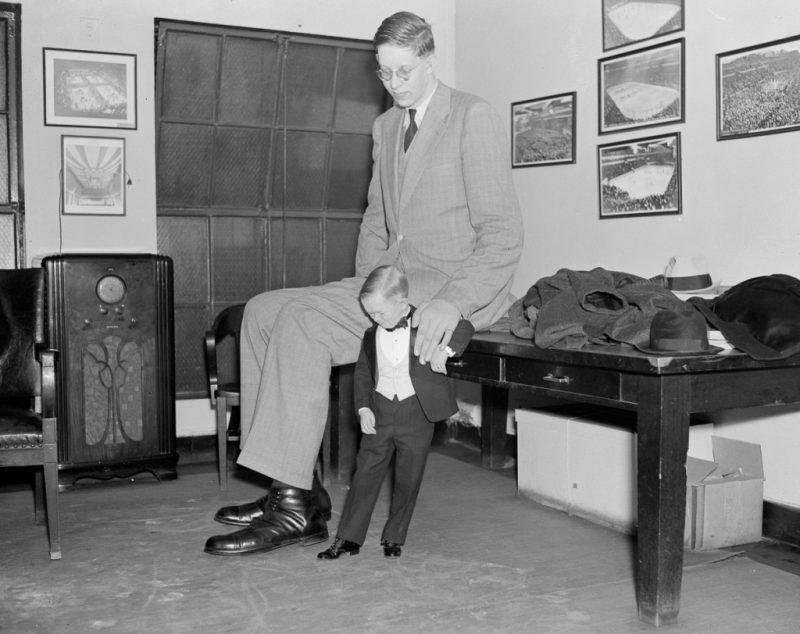 Роберт Уодлоу с ребенком