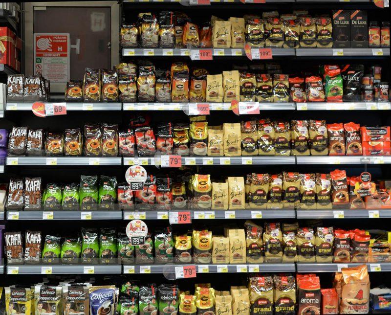 Большой ассортимент кофе в магазинах