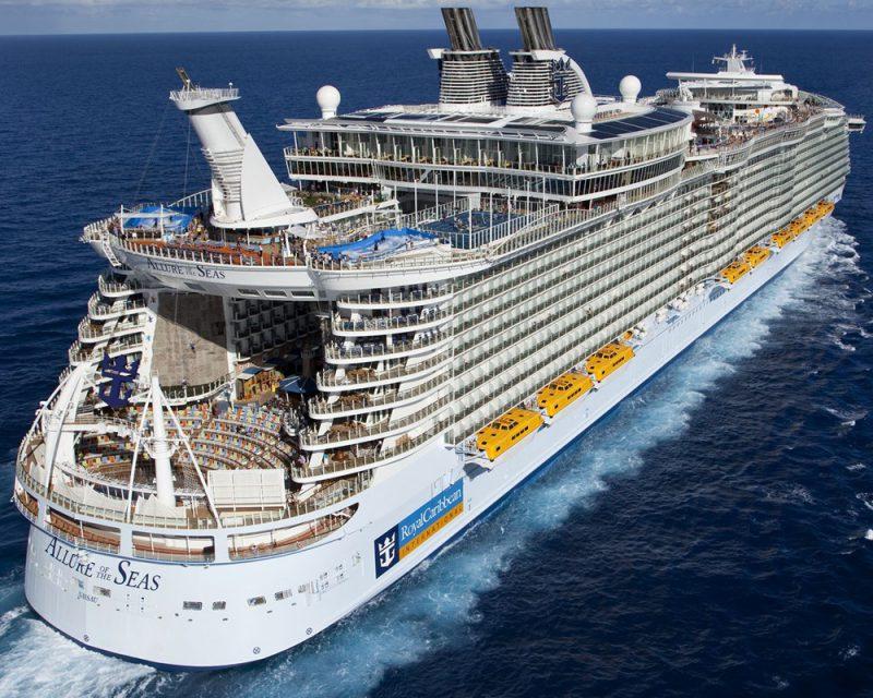 Круизный лайнер «Allure of the Seas»