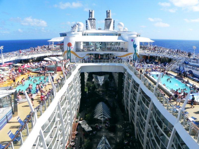 Незабываемое зрелище и путешествие на борту корабля