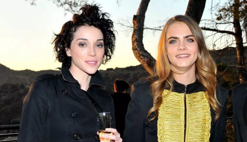 Кара Делевиль с подругой