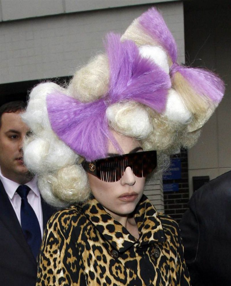 Смешная прическа Леди Гага