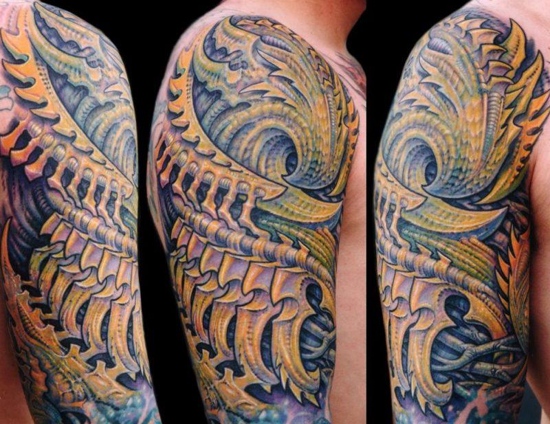Татуировка в стиле биоорганика