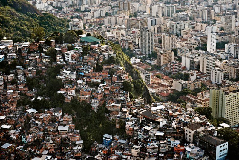 Богатый и бедный район в Бразилии
