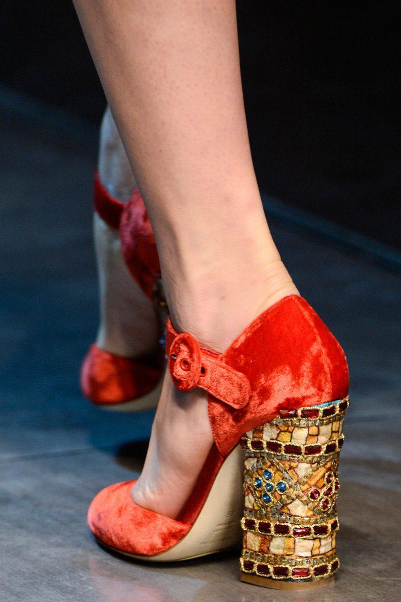 туфли с декорированныйм каблуком