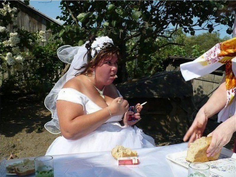 курящая невеста