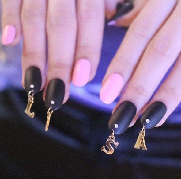 Красивые ногти. Пирсинг.