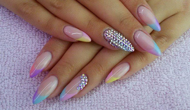 Красивые ногти. Острая форма.