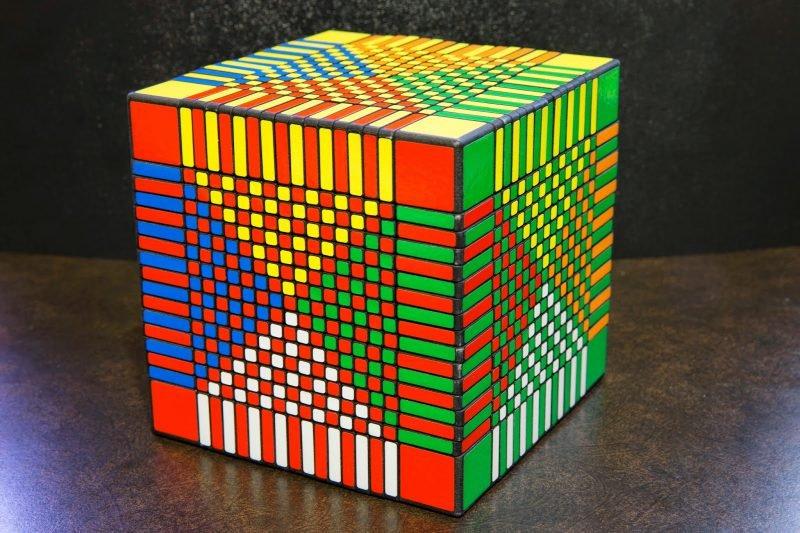 Самый большой кубик Рубик в мире