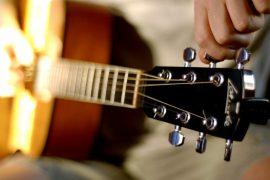 Как настроить гитару новичку?