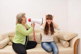 """Что делать если свекровь """"достала"""": советы психолога"""