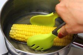 Сколько варить кукурузу в початках?