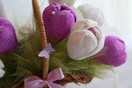 Как сделать цветы из гофрированной бумаги своими руками?