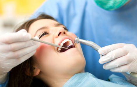Своевременная забота о зубах: как выбрать подходящую стоматологическую клинику