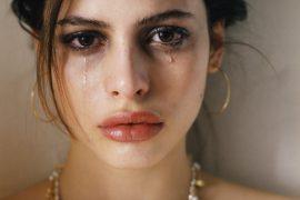Почему люди плачут – ответы психолога