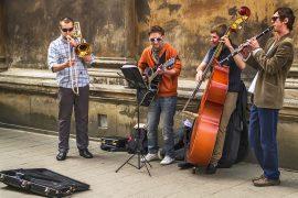 В Парке Горького артисты будут петь бесплатно