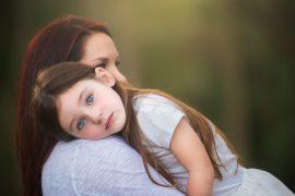 Привязанность малыша к матери – это вред или польза?