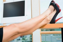 Почему отекают ноги у женщин?