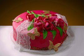 Оригинально оформленный детский торт на день рождения